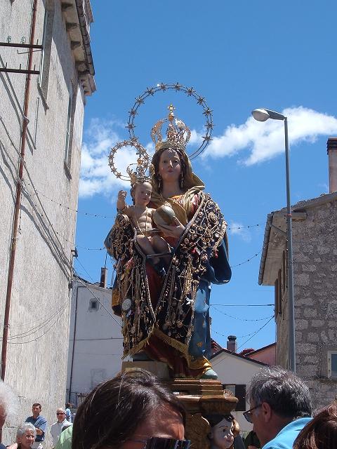 La statua della Madonna delle Grazie